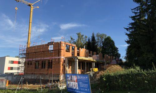 Baubeginn Wohn-Geschäftshaus Ried im Innkreis –  Berta-Brader-Weg 2